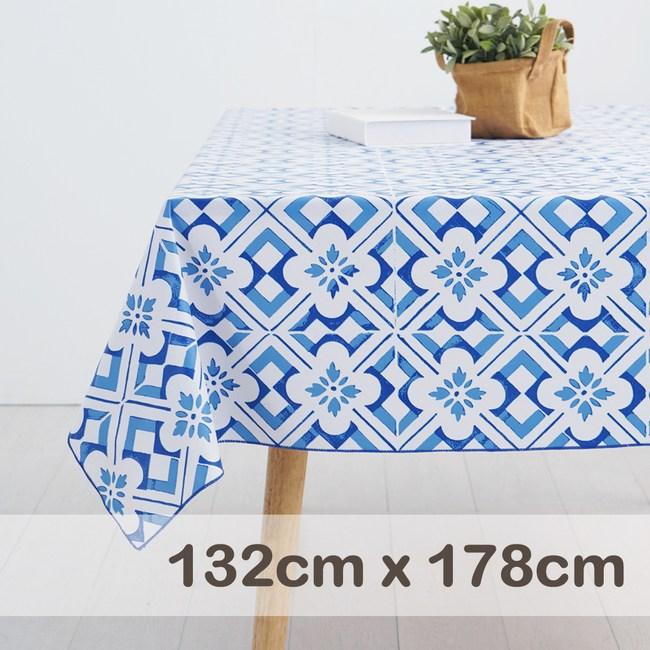 CasaBella美麗家居 防水桌巾 水墨藍花磚 132x178cm