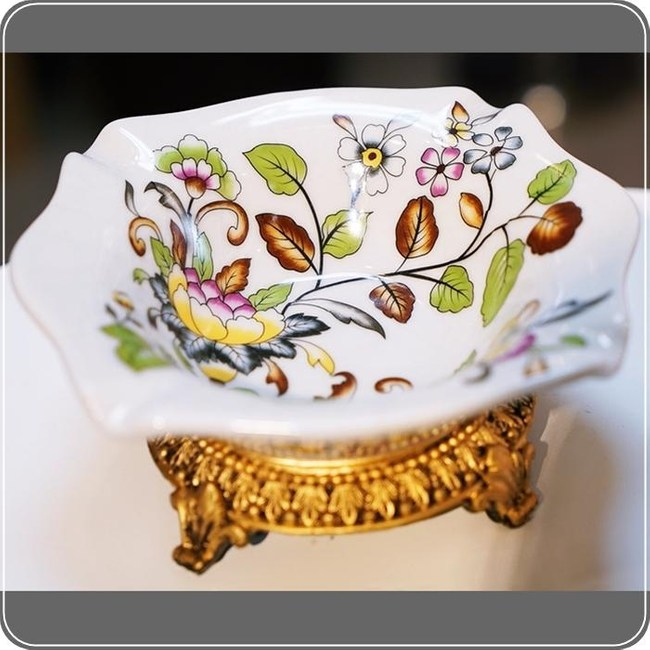 HONEY COMB 歐式陶瓷方橢彩花高腳菸灰缸 EC03