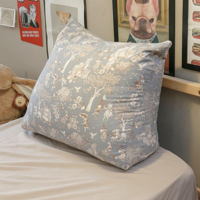 北歐風  〔鹿先生的奇幻小屋〕三角抬腿枕 人體工學設計 純棉 聚酯纖維棉 台灣製