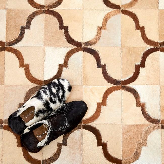 【Finara】布達佩斯奶油白含框-天然牛皮短毛床邊地毯150x90