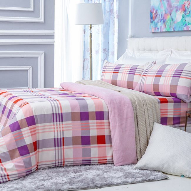 優質法蘭絨床包兩用被4件組 (美式枕套x2、兩用被套x1、床包x1) 雙人尺寸 格紋粉風格款
