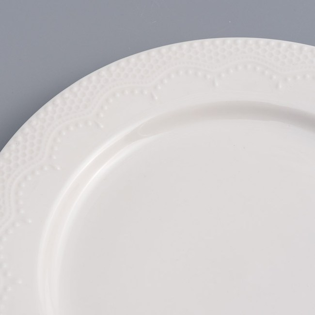 WAGA 歐式 靜白浮雕26cm陶瓷圓盤-蕾絲