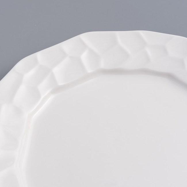 WAGA 歐式 靜白浮雕26cm陶瓷圓盤-龜甲